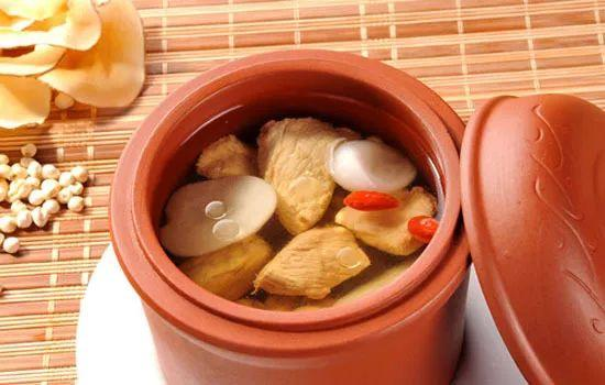 冷风来袭,为你煲一碗美味又营养的靓汤,让你暖心又暖胃...