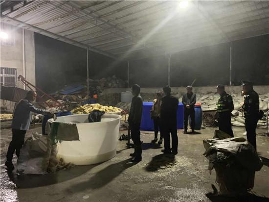 四川天全县公安局城厢派出所联合市场监督管理局查获一批硫磺笋