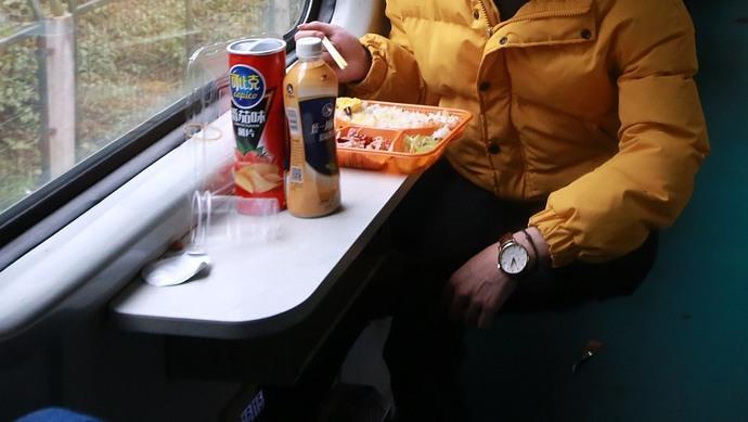 """自热食品被列入动车""""黑名单"""" 广西、福建、四川等地立法加以禁止"""