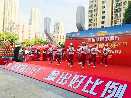 金龙鱼1:1:1舞出好比例 人民广场舞大赛闪耀金陵城