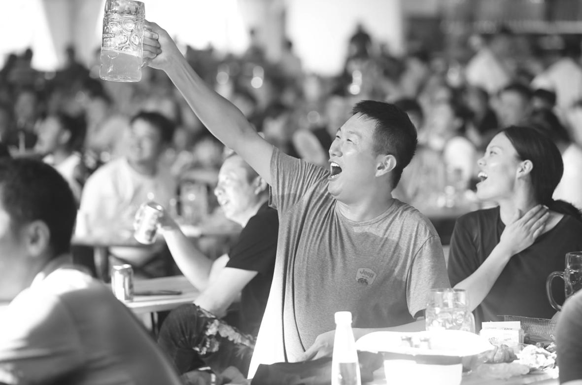 """青岛啤酒,""""饮""""领城市的激情与狂欢"""