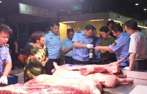 盐城亭湖多部门联合整治猪肉市场