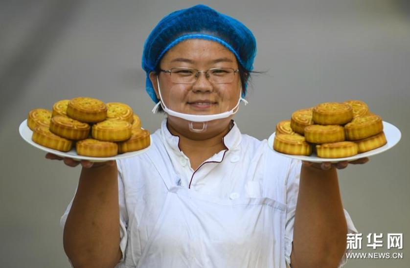 人民日报:月饼好吃不在包装